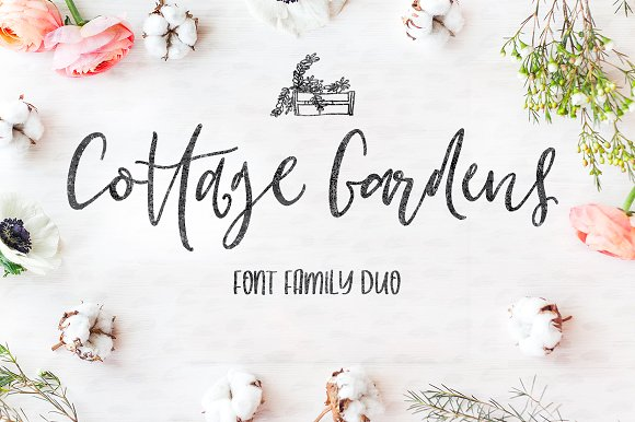 Print on Demand: Cottage Gardens Manuscrita Fuente Por Creativeqube Design
