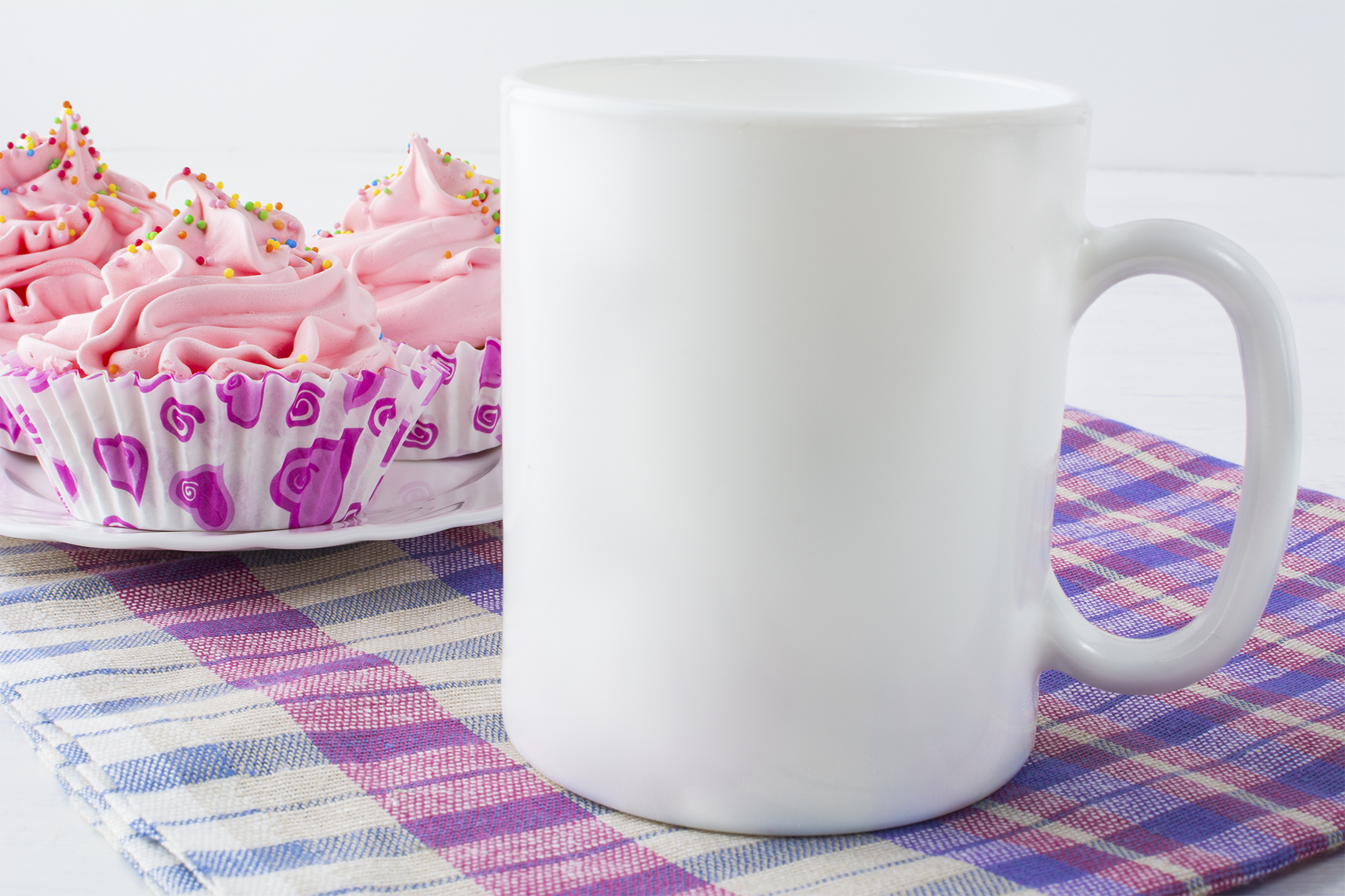 Print on Demand: Coffee Mug Mockup with Checkered Napkin Graphic Product Mockups By TasiPas - Image 2