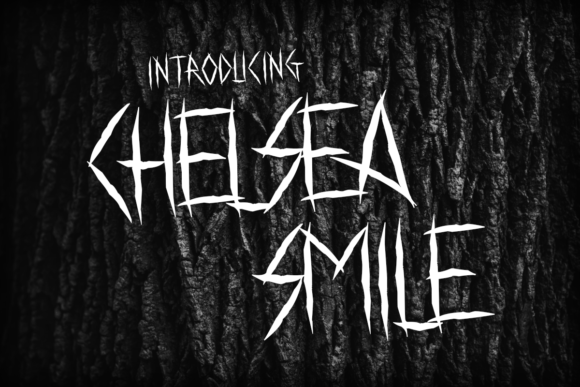 Print on Demand: Chelsea Smile Display Fuente Por Chequered Ink