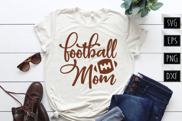 Print on Demand: Football Mom SVG Design Grafik Plotterdateien von DesignFarm