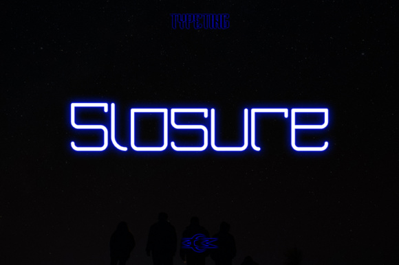 Print on Demand: Slosure Display Font By Typeting Studio