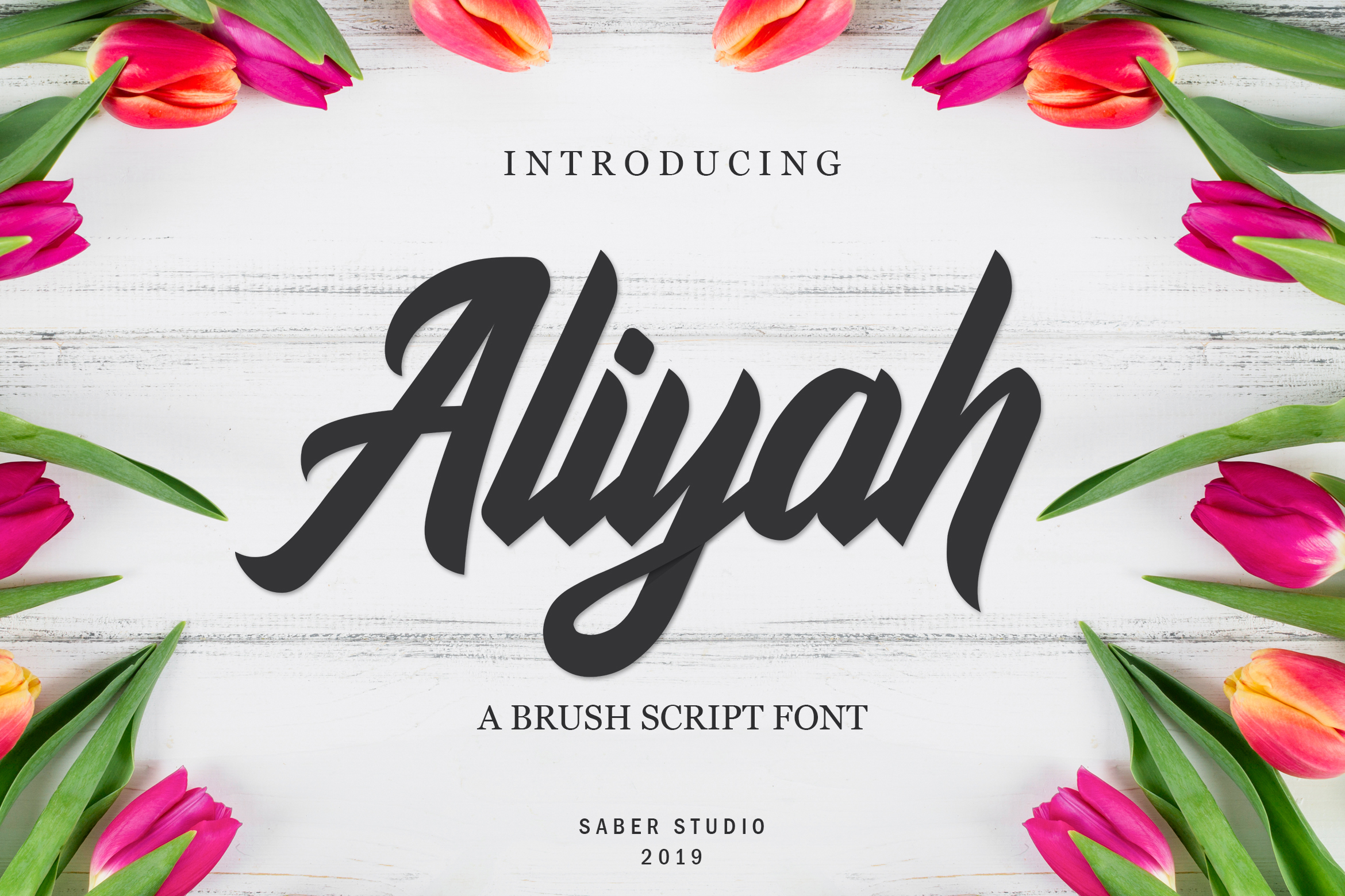 Download Free Aliyah Fuente Por Saber Studio Creative Fabrica for Cricut Explore, Silhouette and other cutting machines.