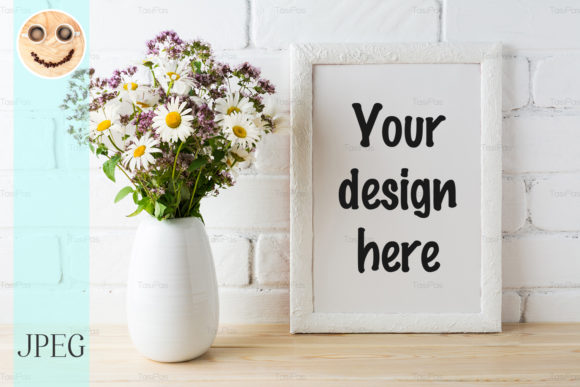 Print on Demand: White Frame Mockup with Wildflower Gráfico Mockups de Productos Por TasiPas
