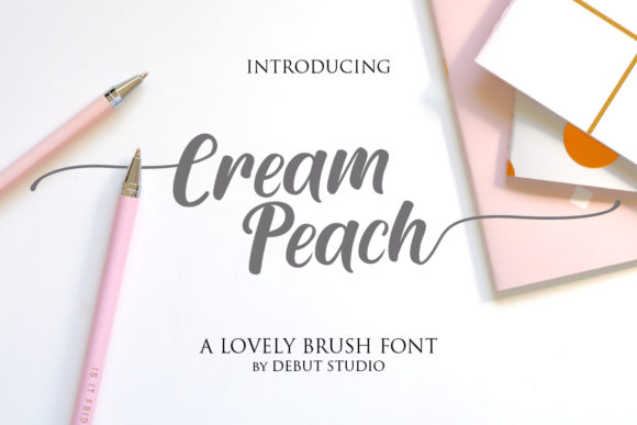 Print on Demand: Cream Peach Manuscrita Fuente Por Debut Studio