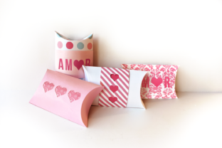 Amor Y Corazones Caja Pillow Box Graphic 3D Pillow Box By RisaRocksIt