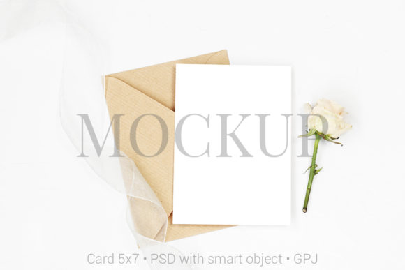 Download Free Mockup Invitation Card With Envelope Grafico Por Pawmockup for Cricut Explore, Silhouette and other cutting machines.