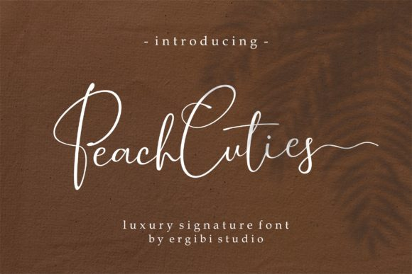 Print on Demand: Peach Cuties Manuscrita Fuente Por ergibi studio