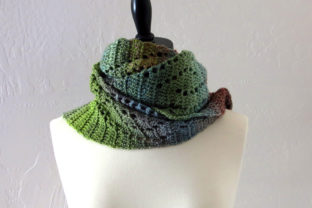 Download Free Wave Lace Scarf Crochet Pattern Grafico Por Knit And Crochet for Cricut Explore, Silhouette and other cutting machines.