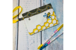 Coloring Book Zipper Bag in the Hoop - Bee Accessorios Diseños de bordado Por Sookie Sews
