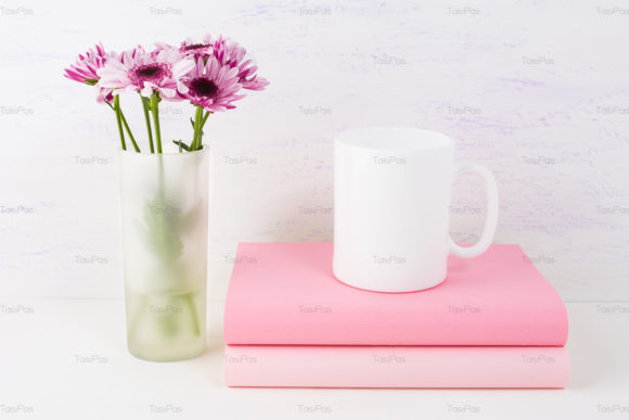 Print on Demand: Coffee Mug Mockup with Lilac Daisy Graphic Product Mockups By TasiPas - Image 3