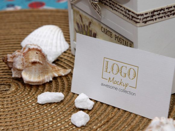 Print on Demand: Logo Mockup on White Stones and Seashels Grafik Produktmodelle von bywahtung