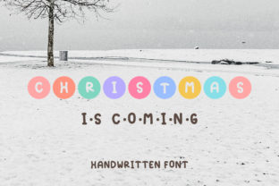 Print on Demand: Christmas is Coming Display Schriftarten von Pila Studio