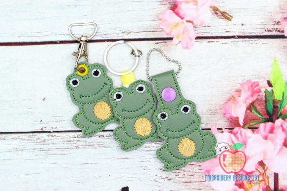 Sitting Cartoon Toad in the Hoop Keyfob Reptilien Stickdesign von embroiderydesigns101