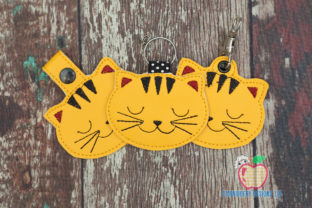 Sleeping Cat ITH Snaptab Keyfob Design Katzen Stickdesign von embroiderydesigns101