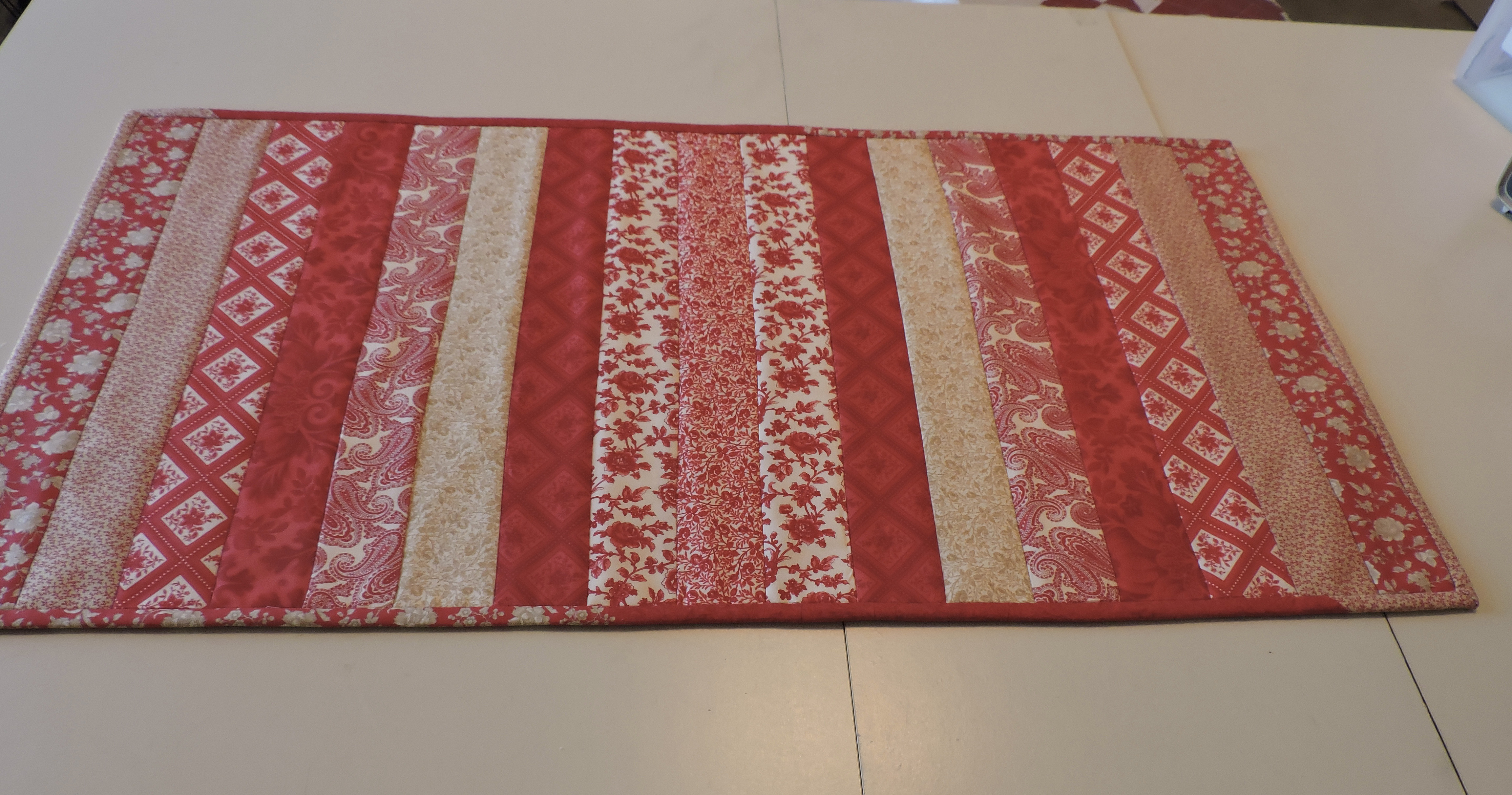 How to Make a Quilt-as-you-go Table Runner main article image