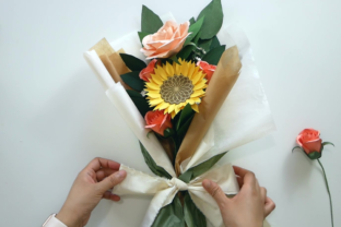How to Make a Bouquet of Paper Flowers Classes By Deaney Weaney Blooms