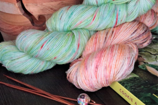 Dyeing Wool Yarn with Drink Mix Packets Classes By fiberlovediary