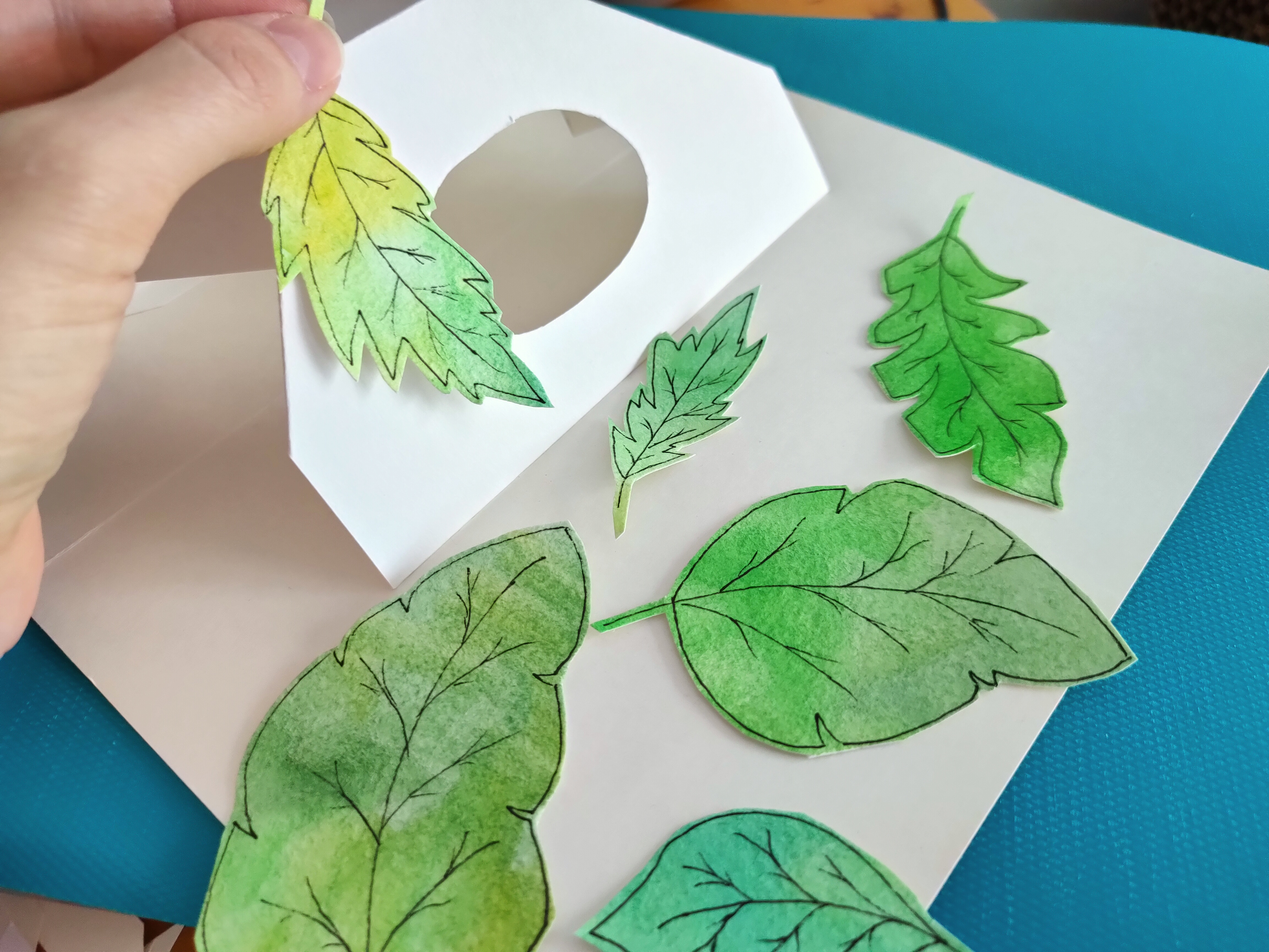 3d pop-up book - paper hut with leaves